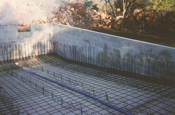 Piscine fayence montauroux callian seillan var 83 06 for Construction piscine 76